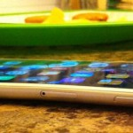 こりゃあポケットに入れられないな!iPhone6 Plusは簡単に曲がるらしい!