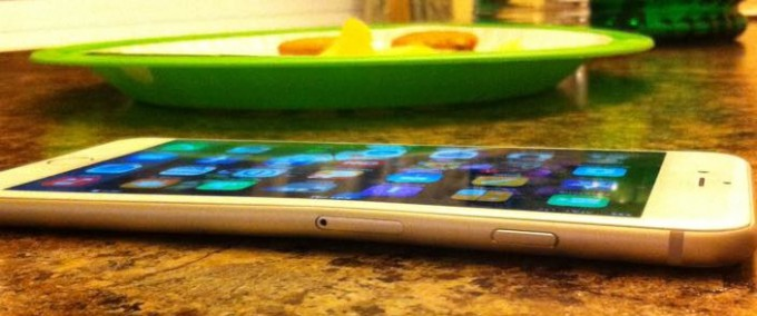 iPhone6Plus曲がる2