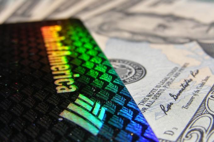 クレジットカード 年齢
