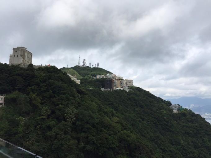 ピーク山頂に建つ家