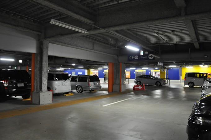 IKEA 駐車場