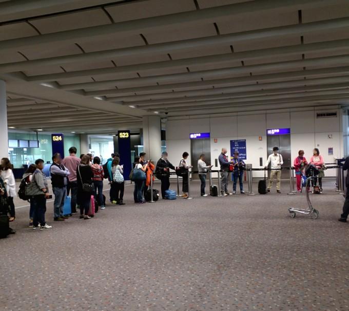 香港国際空港 523番搭乗口