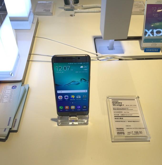 香港国際空港 Galaxy S6 Edge +
